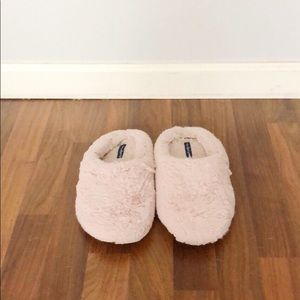 American Eagle Outfitters Fuzzy Soft Slippers